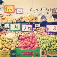 Foto diambil di South Melbourne Market oleh Andrea L. pada 5/9/2012