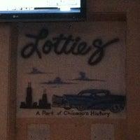 Foto tomada en Lottie's Pub por Amy M. el 8/18/2012
