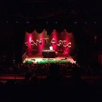 Foto scattata a The Fonda Theatre da ayca il 7/15/2012