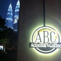 Foto tomada en Acme Bar & Coffee por Mo Ney el 6/16/2012