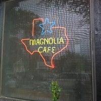 Foto tomada en Magnolia Cafe por Errol M. el 3/15/2012
