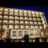 Foto scattata a Pera Palace Hotel Jumeirah da Ömer A. il 8/17/2012