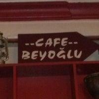 รูปภาพถ่ายที่ Beyoğlu Cafe โดย Elda C. เมื่อ 8/27/2012