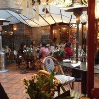 Foto tomada en Cluny por Arta S. el 6/23/2012