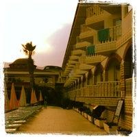 Foto tirada no(a) Larissa Sultan's Beach Hotel por Веснушка☀️ em 5/8/2012