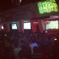 Foto tirada no(a) Velvet Room Nightclub por Stephen DjKontrol M. em 7/29/2012