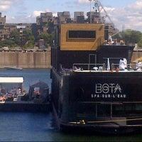 8/18/2012 tarihinde Dex W.ziyaretçi tarafından Bota Bota, spa-sur-l'eau'de çekilen fotoğraf
