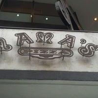 Снимок сделан в Mama's Pizza пользователем Daniel R. 2/25/2012