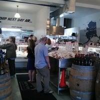 Foto diambil di Seattle Fish Company oleh Beverly Z. pada 7/15/2012