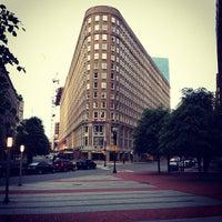 Foto tirada no(a) Boston Park Plaza por Yue T. em 5/30/2012