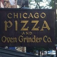 Photo prise au Chicago Pizza and Oven Grinder Co. par Ari S. le6/3/2012