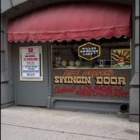 รูปภาพถ่ายที่ Swingin' Door Exchange โดย M เมื่อ 9/12/2012