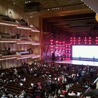 Das Foto wurde bei Alice Tully Hall at Lincoln Center von Amy L. am 2/11/2012 aufgenommen