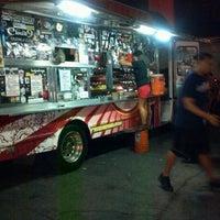 7/28/2012 tarihinde Warner P.ziyaretçi tarafından Fukuburger Truck'de çekilen fotoğraf