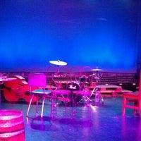 Das Foto wurde bei The Ensemble Studio Theatre von Yolanda F. am 6/7/2012 aufgenommen
