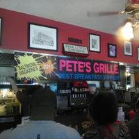 Снимок сделан в Pete's Grille пользователем Jeremy K. 4/29/2012