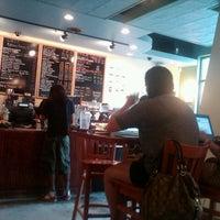 Foto diambil di U Street Café oleh Aaron R. pada 8/12/2012
