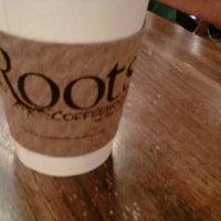 Foto tirada no(a) Roots Coffeehouse por Jeff L. em 8/24/2012