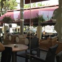 Foto tirada no(a) Costa Coffee por Andreas K. em 7/31/2012
