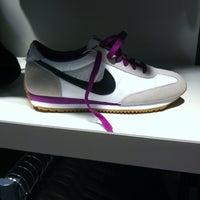 3f262d0ff463 ... Снимок сделан в Дисконт-центр Nike пользователем Lolja B. 6 22 2012 ...
