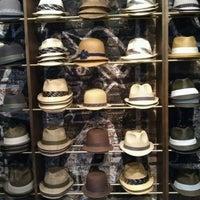 รูปภาพถ่ายที่ Goorin Bros. Hat Shop - West Village โดย Allison R. เมื่อ 6/14/2012