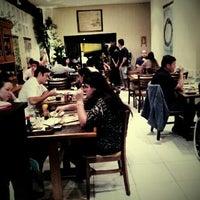 Foto tirada no(a) Aô Sushi Bar por Nanda T. em 7/26/2012