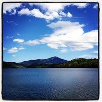 5/21/2012 tarihinde Dan L.ziyaretçi tarafından Lake Placid Lodge'de çekilen fotoğraf