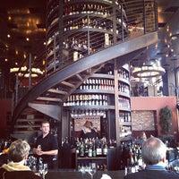 2/4/2012 tarihinde Rick B.ziyaretçi tarafından Purple Café & Wine Bar'de çekilen fotoğraf