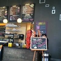 รูปภาพถ่ายที่ Yellow Dot Cafe โดย Kyungsik Y. เมื่อ 3/26/2012