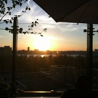 Photo prise au STK Rooftop par Dani B. le6/18/2012