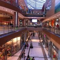 รูปภาพถ่ายที่ The Mall Athens โดย Dimitra Chamalelli ♋ เมื่อ 7/10/2012
