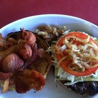 6/23/2012にRené J.がRuben's Hamburgersで撮った写真