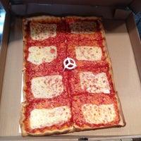 Снимок сделан в Rizzo's Fine Pizza пользователем Will P. 3/3/2012