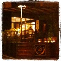 Foto tirada no(a) Aô Sushi Bar por Indyanara d. em 7/15/2012