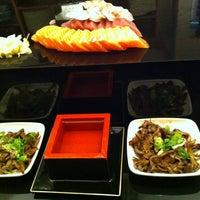 Foto tirada no(a) Aô Sushi Bar por Fabiana N. em 7/17/2012
