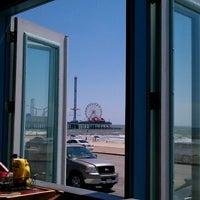 Das Foto wurde bei The Float Pool And Patio Bar von Angelica M. am 9/11/2012 aufgenommen