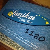 Foto tirada no(a) Lanikai Tiki Bar por Letícia Mara N. em 9/5/2012
