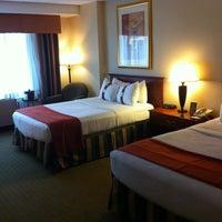 Foto diambil di The Watson Hotel oleh Angel O. pada 5/28/2012