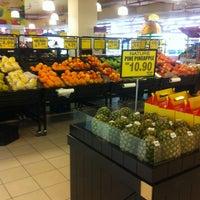 Снимок сделан в Village Grocer пользователем Nina J. 5/15/2012