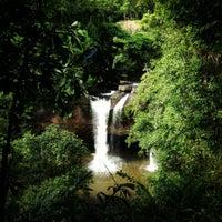 รูปภาพถ่ายที่ น้ำตกเหวสุวัต โดย Nanthanaporn P. เมื่อ 6/28/2012