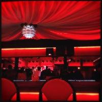 4/22/2012 tarihinde Diana L.ziyaretçi tarafından Bruiser's Nite Club'de çekilen fotoğraf