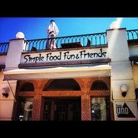 Das Foto wurde bei Uno Restaurant von Gamze S. am 8/17/2012 aufgenommen