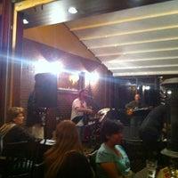 Das Foto wurde bei The Tavern @ St. Michael's Square von Kirsten W. am 4/8/2012 aufgenommen