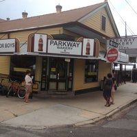 Photo prise au Parkway Bakery & Tavern par Sam W. le6/6/2012
