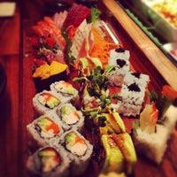 Photo prise au Blue Ribbon Sushi Bar & Grill par Gloria W. le4/21/2012