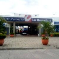 Foto tomada en Centro Comercial La Herradura por Felipe A. el 5/27/2012