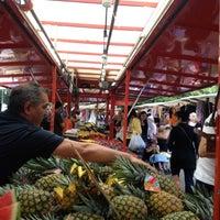 Photo prise au Wochenmarkt am Maybachufer par Newton L. le7/31/2012