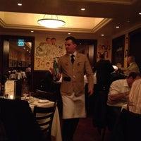 รูปภาพถ่ายที่ The Palm Restaurant โดย Brian S. เมื่อ 3/15/2012
