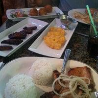 รูปภาพถ่ายที่ Florida Cafe Cuban Bar & Grill โดย Ashley d. เมื่อ 2/19/2012