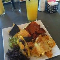Photo prise au TNT - Tacos and Tequila par Amy le3/24/2012